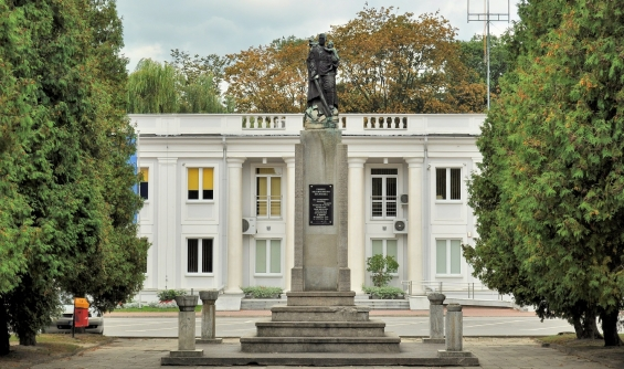 Ontmantelde Sovjet monument in Mielec - Fot. Wikimedia Commons